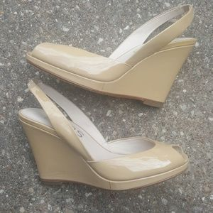 Michael KORS Vivian Nude Patent Leather Wedges 6